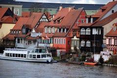 Gammala fisherhus och fartyg i Bamberg, Tyskland Royaltyfri Foto