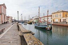 Gammala fiskebåtar i Cesenatico, Italien Arkivbilder