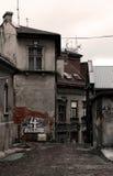 Gammala gata och hus. Arkivfoto