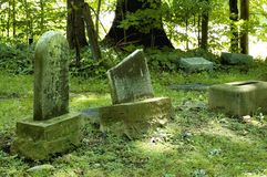 gammala gravstenar arkivbilder