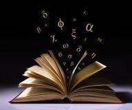 gammala grekiska bokstäver för bok Arkivfoto
