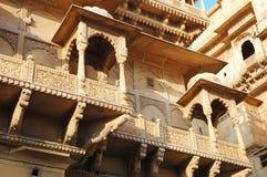 Gammala härliga utsmyckade Haveli (herrgård) i Jaisalmer den guld- staden, Rajasthan Royaltyfri Foto