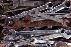 gammala hjälpmedel skruvnycklar Royaltyfria Bilder