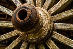 gammala hjul för vagn royaltyfria foton