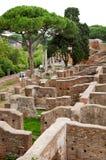 Gammala hus fördärvar på Ostia Antica - Rome - Italien Royaltyfria Bilder