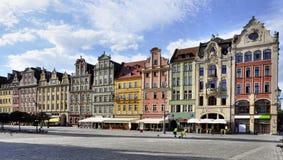 Gammala hus på marknadsfyrkant i wroclawen Royaltyfri Fotografi