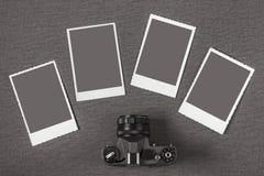 Gammala kamera och foto Royaltyfria Bilder