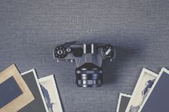 Gammala kamera och foto Arkivfoton