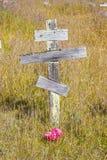 Gammala kors på den ortodoxa kyrkogården av forten Ross Arkivbild