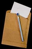 Gammala kuvert och en penna. Arkivfoto