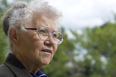gammala kvinnor Fotografering för Bildbyråer