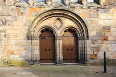 Gammala kyrkliga dörrar Royaltyfria Bilder