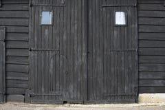 Gammala ladugårddörrar Arkivfoto