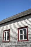gammala lantliga fönster för hus Royaltyfri Foto