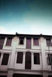 gammala lantliga shophouses för arkitektur Arkivbilder