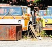 gammala lastbilar Arkivbild