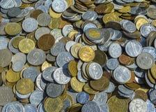 gammala metallpengar Arkivbilder