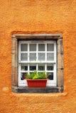 gammala mycket lilla fönster för 6th århundradestuga Royaltyfri Foto