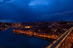 Gammala Porto på natten, Portugal royaltyfri fotografi