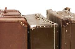 gammala resväskor för hög Arkivfoto