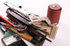 gammala rostiga skrapade hjälpmedel för tät hand upp Arkivfoton