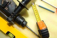 gammala rostiga skrapade hjälpmedel för tät hand upp Royaltyfri Fotografi