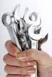 gammala rostiga skrapade hjälpmedel för tät hand upp Fotografering för Bildbyråer