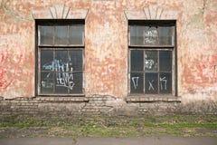 Gammala skadlig fönster Arkivfoto
