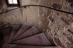 gammala spirala trappa för slott Arkivbilder