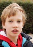 7 gammala ståendeår för pojke Royaltyfri Fotografi