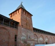 gammala torn för kremlin novgorod Arkivfoton