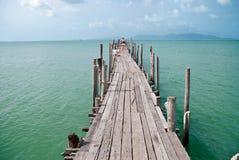 Gammala trä överbryggar i Bophut, Samui, Thailand Fotografering för Bildbyråer