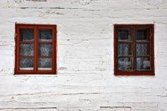 Gammala träfönster Arkivbilder