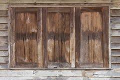 Gammala träfönster Royaltyfria Foton