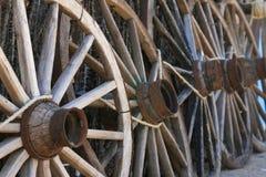 gammala vagnhjul Arkivbilder