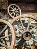 gammala vagnhjul royaltyfri foto