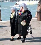 gammalare damtoalett 2011 för karneval två venice royaltyfria foton