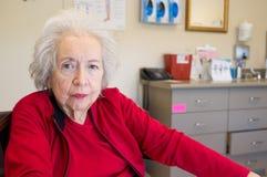 Gammalare kvinna med Alzheimer arkivfoto