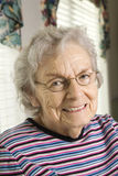 gammalare le kvinna Fotografering för Bildbyråer