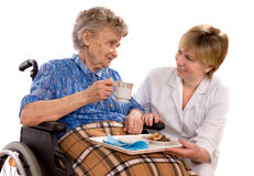 gammalare rullstolkvinna Royaltyfria Bilder