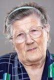 gammalare ståendekvinna royaltyfria foton