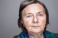 gammalare ståendekvinna Royaltyfri Bild