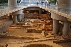 Gammalgrekiska fördärvar i Atenmuseum av akropolen Arkivbilder