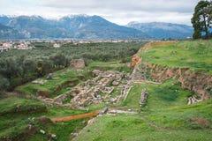 Gammalgrekiska fördärvar på det arkeologiska stället på Sparta, Gree Royaltyfri Foto