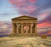 Gammalgrekiskatempel av Concordia (V--VIårhundrade F. KR.), dal av templen, Agrigento, Sicilien Royaltyfria Bilder