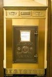 Gammalmodig guld U S ask isolerat objekt för post 3d Arkivfoto