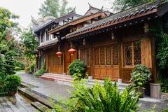 Gammalmodig kinesisk byggnad med den latticed dörren och fönster in Royaltyfria Bilder