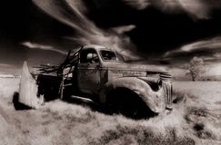Gammalt åka lastbil fotografering för bildbyråer