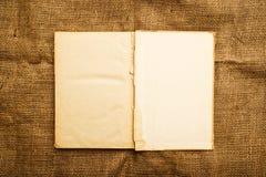 Gammalt öppna boken Arkivbilder