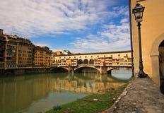 Gammalt överbrygga i Florence arkivfoton